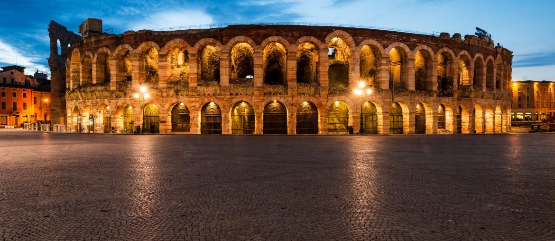 Arena di Verona ligger midt i hjertet av byen og ble åpnet år 30 eKr.