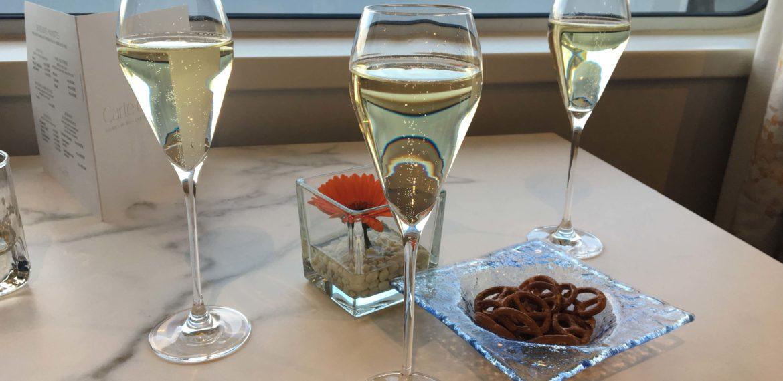 Musserende vin på elvecruise.