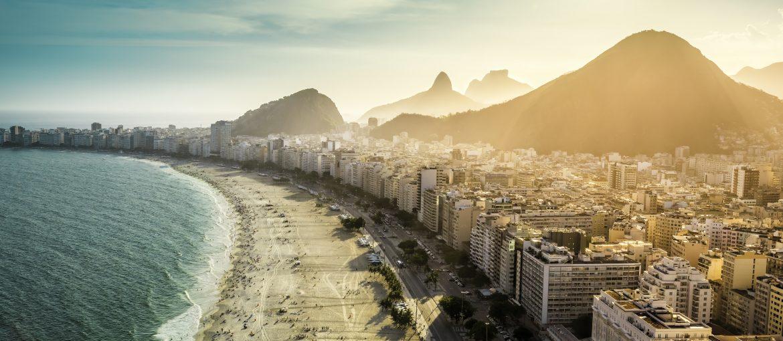 Den berømte Copacabana-stranden i Rio de Janeiro.