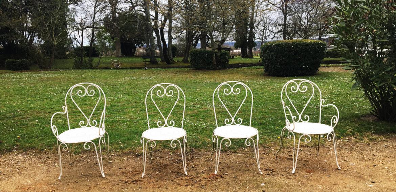 Fire stoler i hagen på Chateau Coutet