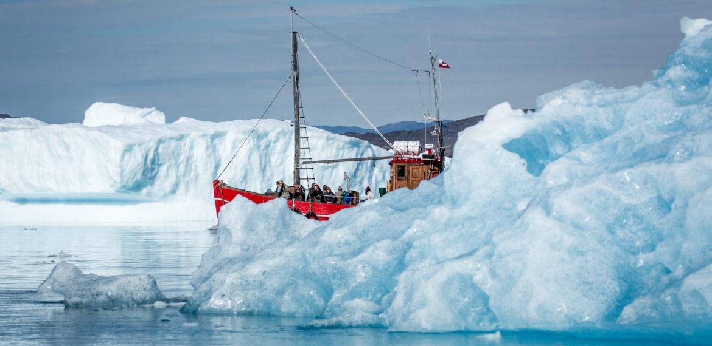 Grønland båttur ved isfjell nær Qooroq, Narsarsuaq Foto: Mads Pihl - Visit Greenland