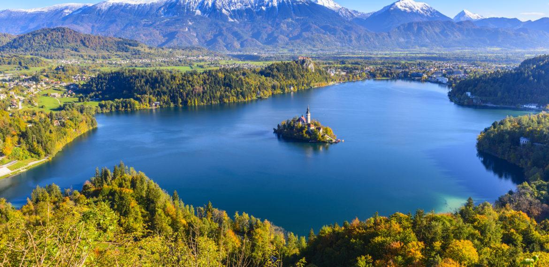 Panorama av Bled innsjøen fra Osojnica fjellet
