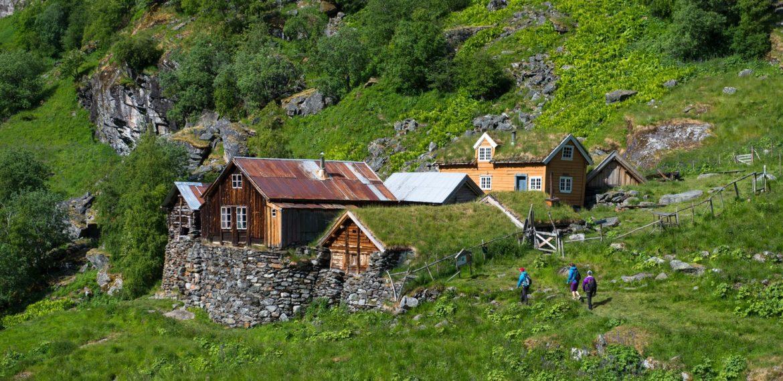 Vandring-i-Aurlandsdalen-Foto Sverre Hjørnevik/Fjord Norway