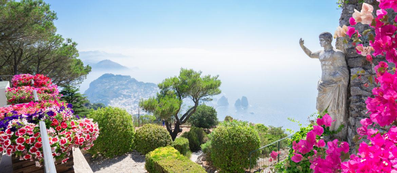 Det er mulighet for ekstrautflukt til Capri – en vakker opplevelse.