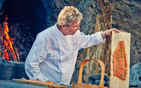Arne Brimi snakker om tilberedning av lokalmat.